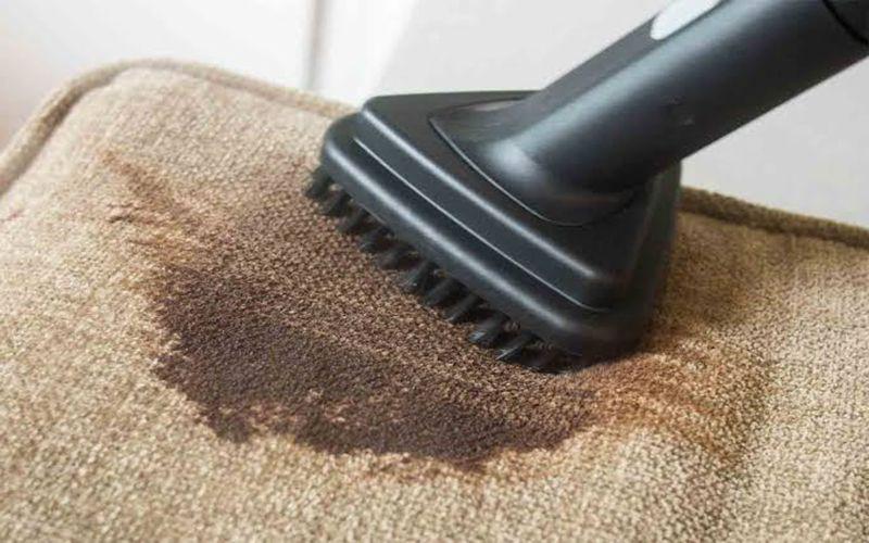 خدمات تنظيف الكنب وازالة البقع